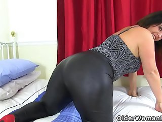 Big butt milf Montse Swinger..