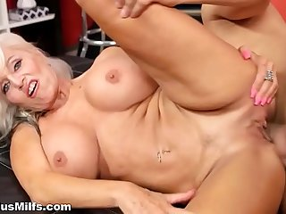 Super busty momma fucks like..