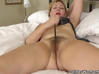 USA milf Jamie Foster gets..