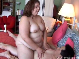 Sexy BBW MILF enjoys a long..