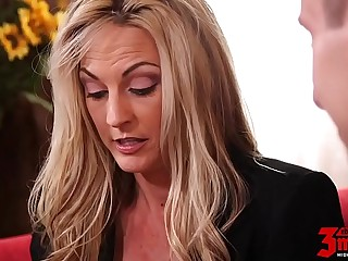 Hot Mom Deep Banged By Young..