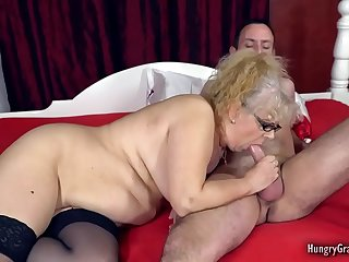 Chubby GILF showing what 50..