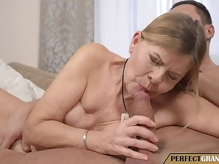 filling a really old pussy